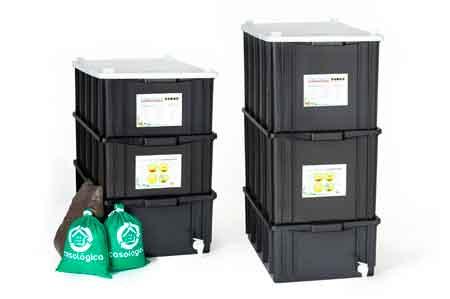 Duas composteiras domésticas para produção de adubo orgânico