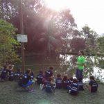Crianças aprendendo no Instituto Casológica