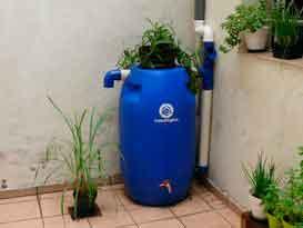 Kit Mini Cisterna no Jardim de uma casa
